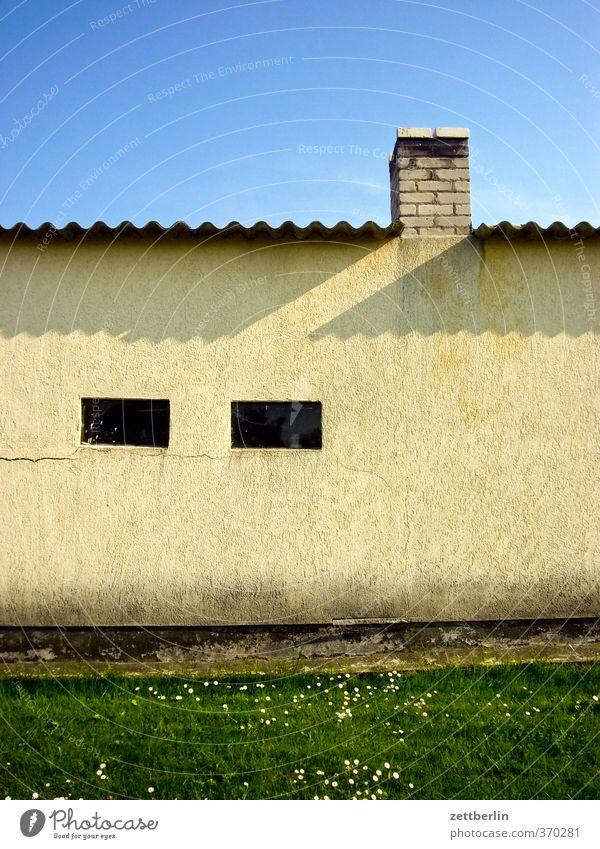 Dorf Häusliches Leben Wohnung Haus Natur Sommer Garten Kleinstadt Einfamilienhaus Bauwerk Gebäude Architektur Mauer Wand Fenster Dach alt Brandenburg Havelland