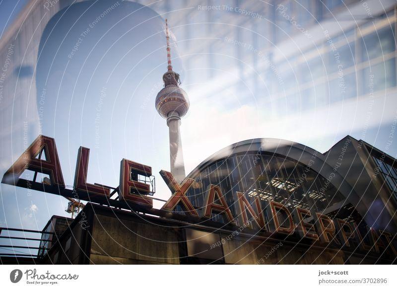 Gesicht in der Großstadt am Alexanderplatz Berliner Fernsehturm Bahnhof Sehenswürdigkeit Wahrzeichen Sightseeing Stadtzentrum Städtereise Großbuchstabe