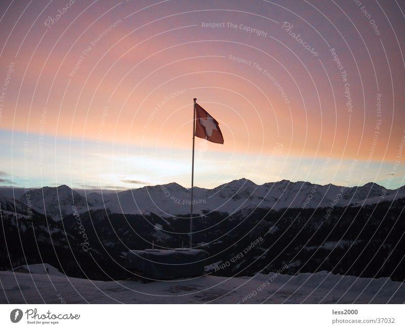 schöne Schweiz Sonnenaufgang Morgen Kanton Graubünden Fahne Rücken Morgendämmerung Berge u. Gebirge