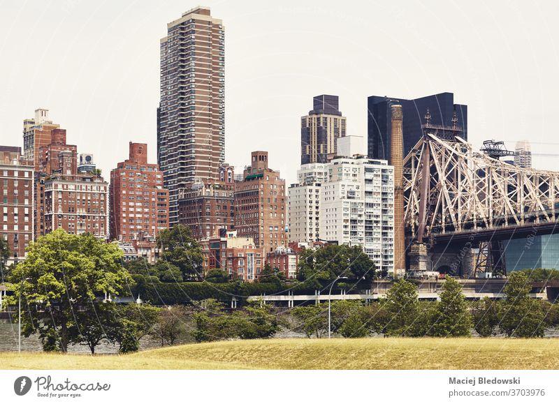 New York City East Side von Roosevelt Island, USA, aus gesehen. Großstadt neu Manhattan Wolkenkratzer Stadtbild Architektur Gebäude reisen Appartement Skyline