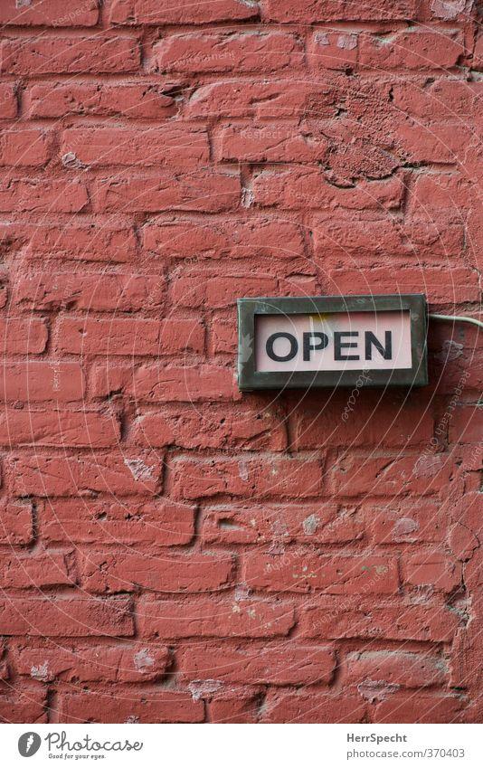 OPEN alt Stadt rot Wand Mauer Berlin offen Fassade Schilder & Markierungen Schriftzeichen Hinweisschild Bar trendy Restaurant trashig Warnschild