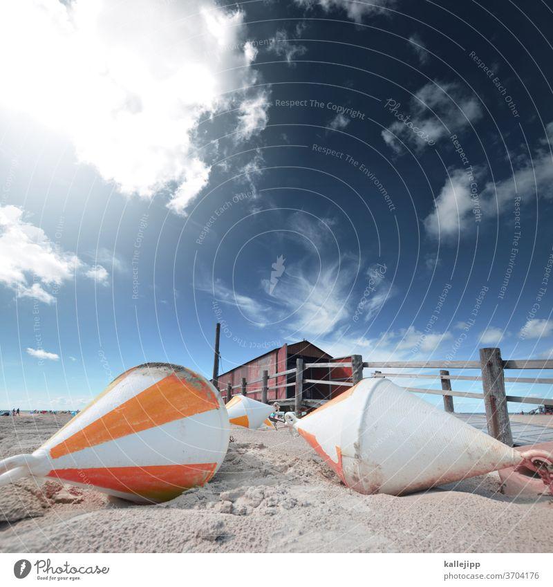 strandhütte mit bojen Strand St. Peter-Ording Sommer Hütte Bojen Sand Perspektive Weitwinkel Horizont Zaun Holz Nordsee Schleswig-Holstein seutschland Küste