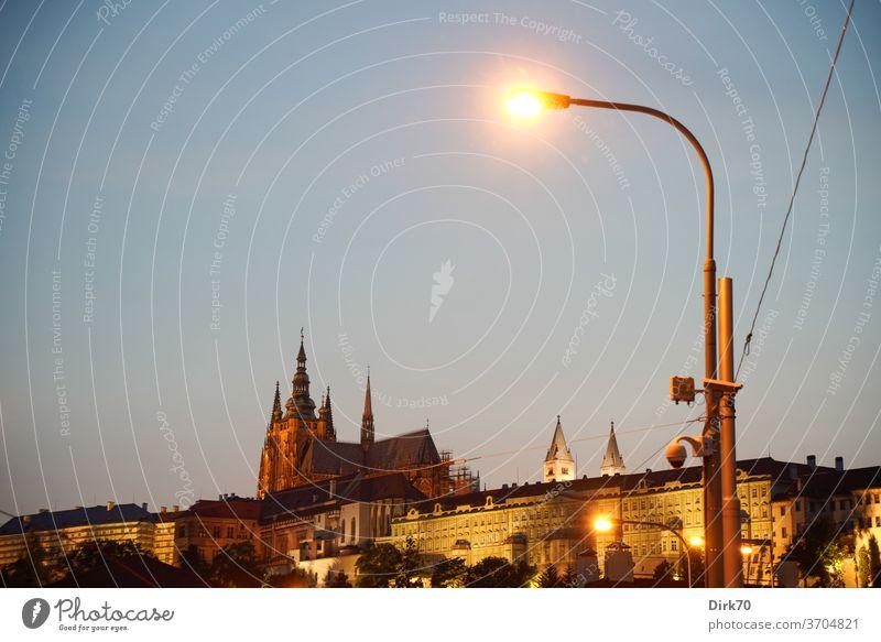 Veitsdom und Hradschin am Abend Prag Architektur Licht Außenaufnahme Tschechien Städtereise Menschenleer Hauptstadt Ferien & Urlaub & Reisen Textfreiraum oben