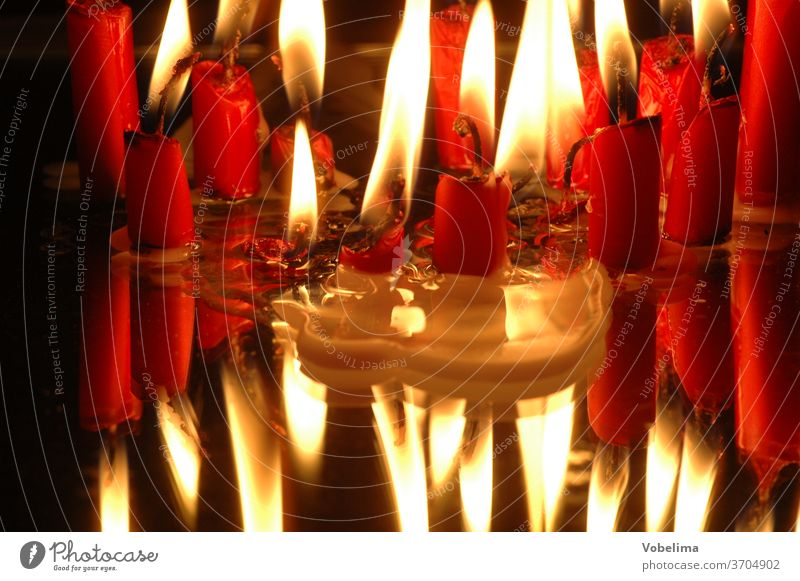Brennende Kerzen Advent Adventsdekoration Adventskerzen Feuer Kerzenflammen Licht Lichter Weihnachten Weihnachtsdekoration Weihnachtsfest Weihnachtsfreude