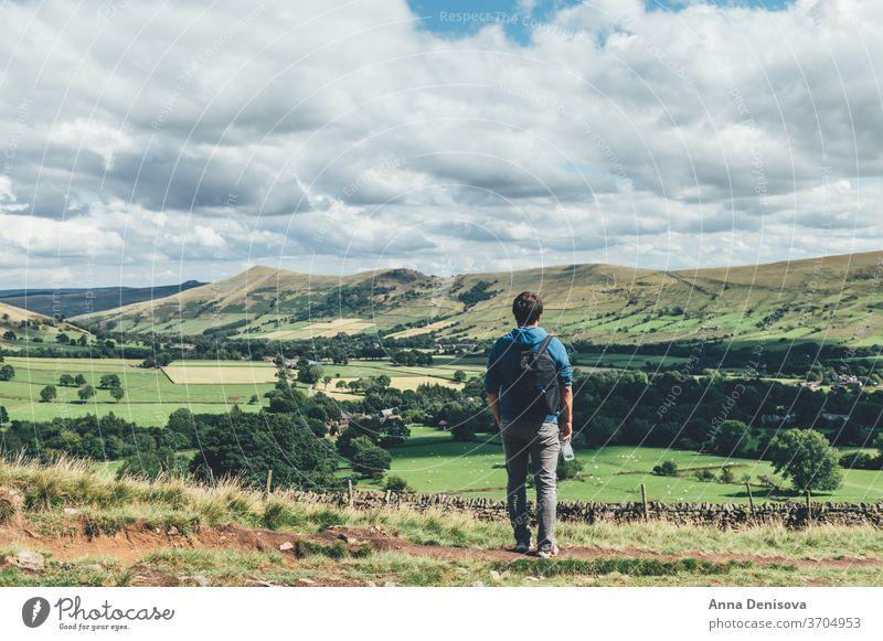 Aufenthalt in Edale während des Sommers Ansicht Großbritannien England Hügel staycation Heimaturlaub lokale Reisen Tal Landschaft malerisch Natur Derbyshire
