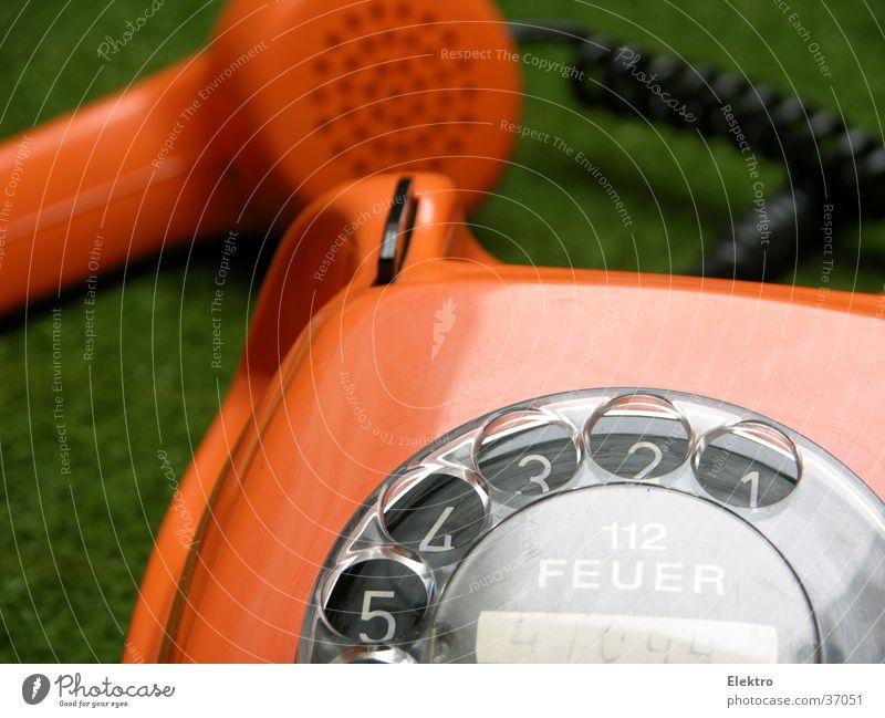 wieder Gras wachsen hören Wiese sprechen orange Innenarchitektur Feuer Erfolg Häusliches Leben Telefon Kabel Kommunizieren Telekommunikation Sitzung