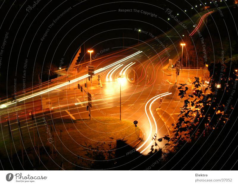 Kreuzverkehr Straße Verkehr Brücke Lastwagen Laterne Verkehrswege Ampel Scheinwerfer Straßenkreuzung Wagen Verkehrsstau Autoscheinwerfer Flutlicht Fernfahrer