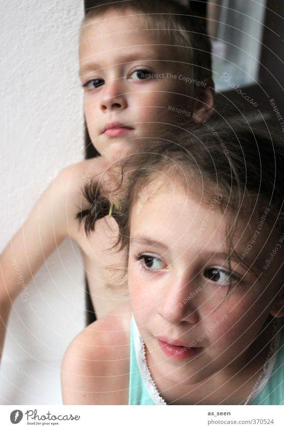 Ich sehe dich Mensch Kind weiß Mädchen feminin Junge braun maskulin blond Kindheit authentisch Neugier Zusammenhalt türkis brünett Stolz