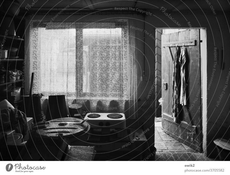 Zeitreise Innenaufnahme Waschhaus Sonnenlicht Totale alt Menschenleer Vergänglichkeit Vergangenheit leuchten ruhig Textfreiraum links Detailaufnahme Stimmung