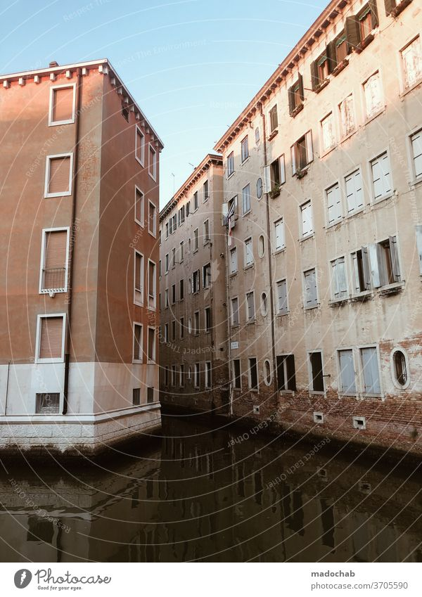 Hochwasser Haus Fassade Stadt urban Immobilie überflutet Wasser Kanal Italien Venedig Versicherung Tourismus Europa Architektur Altstadt Sehenswürdigkeit