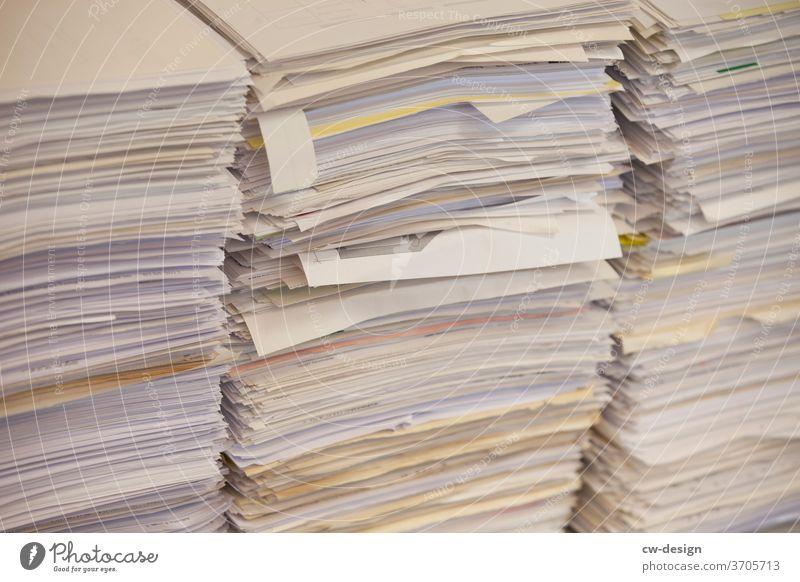 Kopierpapier Papier Papiermüll Papierstapel Papierfetzen papierschnitt Farbfoto Menschenleer Textfreiraum oben Textfreiraum unten Nahaufnahme Textfreiraum links