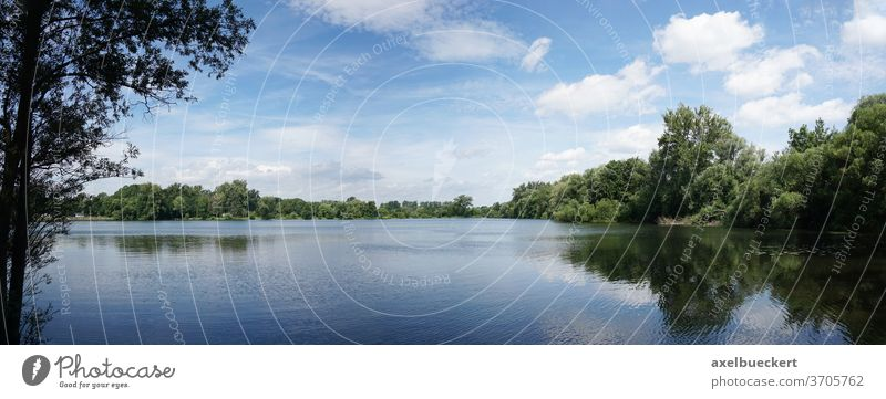 Panoramablick auf Badesee - Ricklinger Kiesteiche in Hannover See kiesteich ricklinger kiesteiche Naherholung Seeufer Natur Sommer malerisch idyllisch