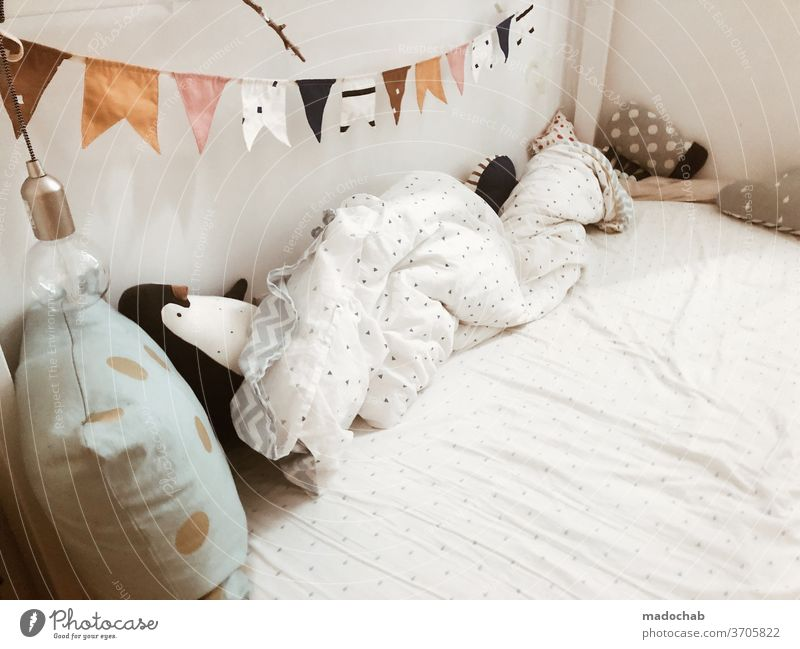 Kinderbett - My home is my castle Bett Kinderbetz kuschelig gemütlich Lifestyle Schlafzimmer Glück schlafen Kindheit Innenbereich niedlich Erholung Gesundheit