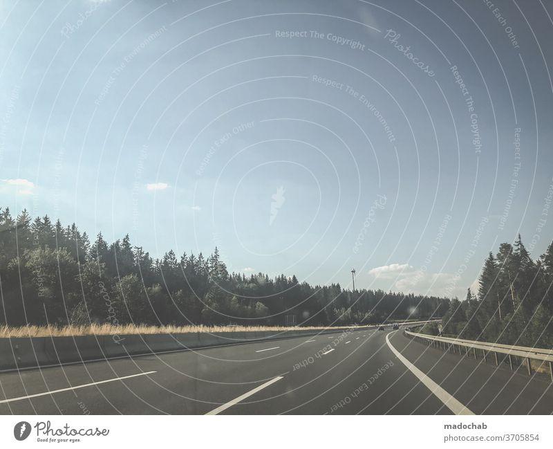 Kurvenlage Straße Autobahn mobil Reise Asphalt Verkehr Weg Landschaft PKW Geschwindigkeit Ausflug Fahrzeug fahren Verkehrsmittel Autofahren Personenverkehr