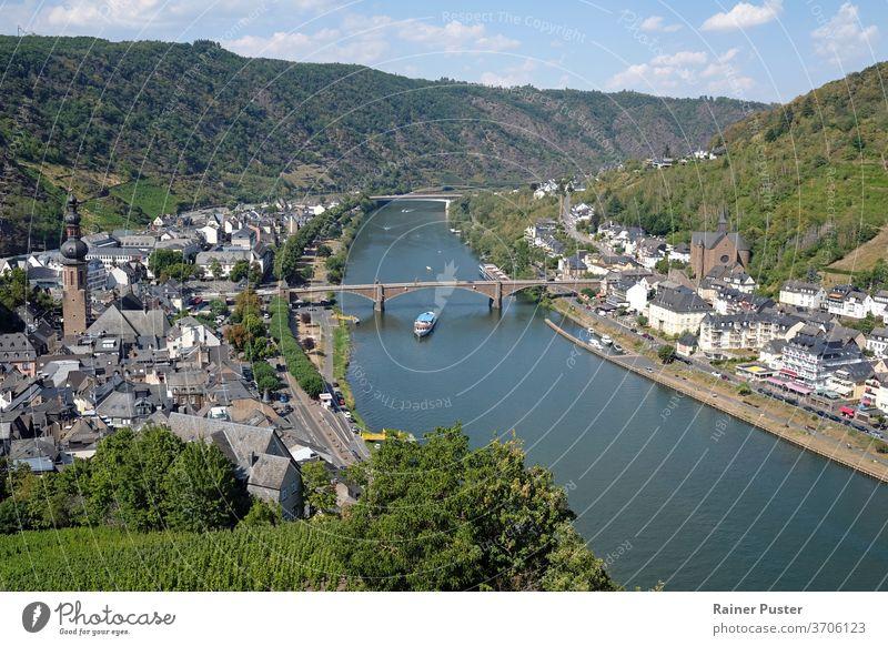 Blick über die Stadt Cochem in der deutschen Moselregion Großstadt Stadtbild Tag Deutschland Landschaft mosel deutschland Berge u. Gebirge Panorama