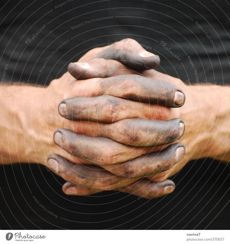 links, rechts, links, rechts, links,... Mensch Jugendliche Mann Hand schwarz 18-30 Jahre Erwachsene Religion & Glaube Arbeit & Erwerbstätigkeit Angst maskulin dreckig warten 45-60 Jahre Finger Reinigen
