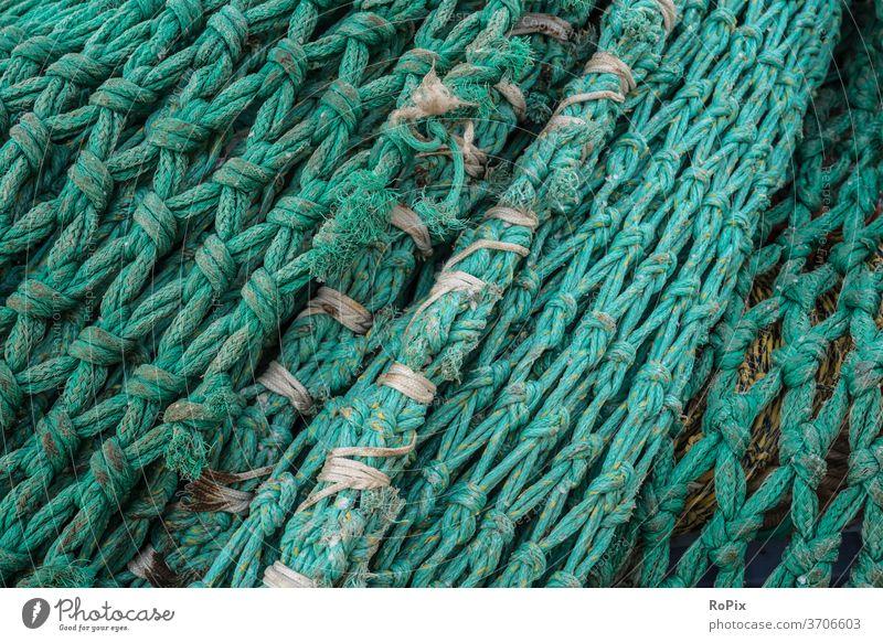 Detail eines Schleppnetzes auf einem Pier. Fischernetz Netz fishnet Fischerei Gewebe Gewerk Gewirr Seil Strick rope Maschen See Meer Hochsee Hochseefischer