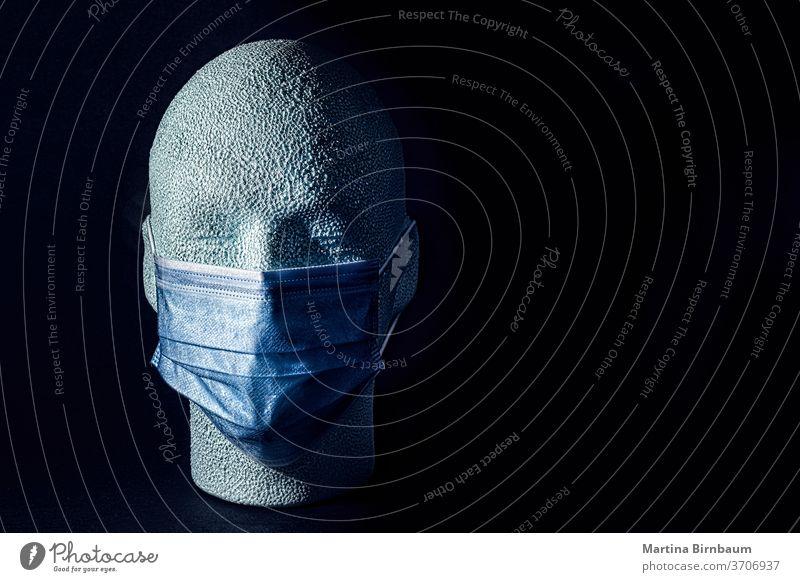 Tragen ist fürsorglich. Menschlicher Kopf aus Styropor mit Gesichtsmaske . KOVID-19 Textfreiraum vereinzelt menschlich Kunst Pandemie covid-19 Textur Pflege
