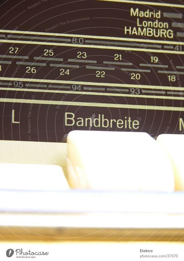 Bandbreite? UKW Radiogerät Radio-Frequenz-Interferenz Funkstörung Rundfunksendung Taste Skala analog Schalter Funktechnik Elektrisches Gerät