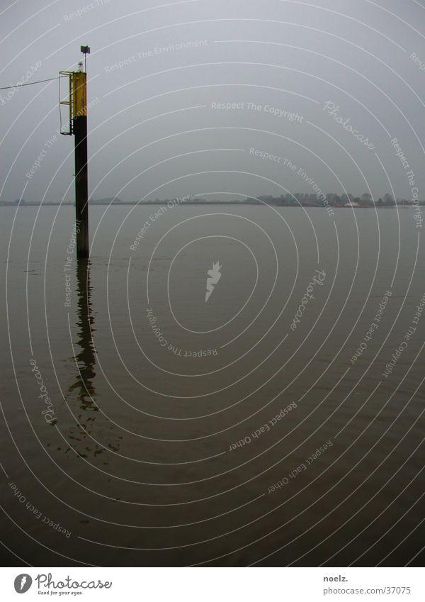WASSER | PFAHL | DUNST Wasser Meer grau Nebel Europa Schifffahrt Pfosten trüb