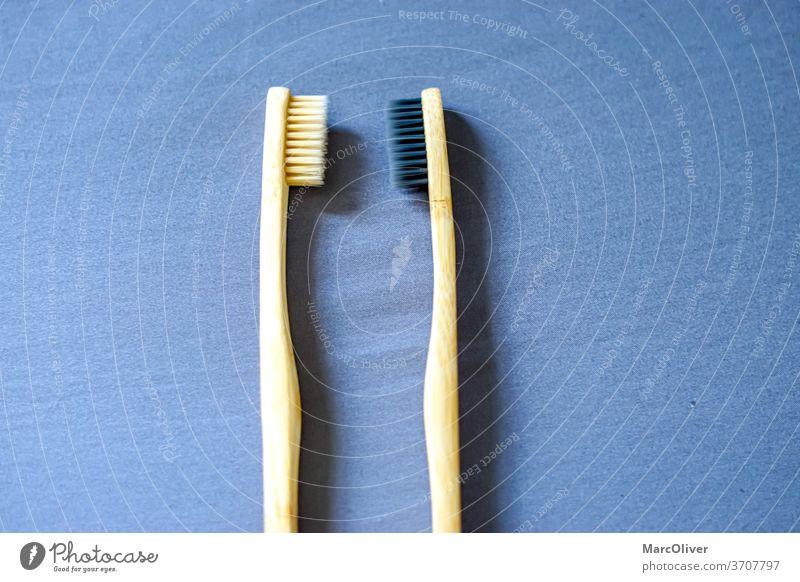 Bambus-Zahnbürsten Bambusbürste Zahnbürsten aus Bambus Explosionen Sauberkeit Hygiene Holz hölzern Pflege dental Reinigen vereinzelt Umweltschutz