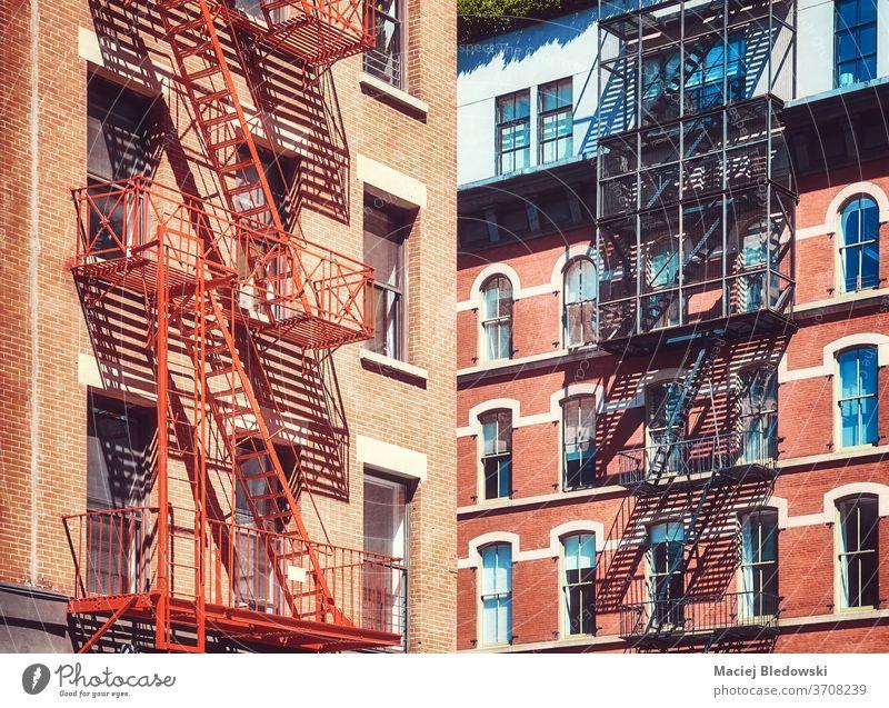 Alte Wohngebäude mit Feuerleitern, New York City, USA. Großstadt Gebäude New York State Manhattan Feuertreppe alt Treppe Appartement Haus nyc urban Architektur