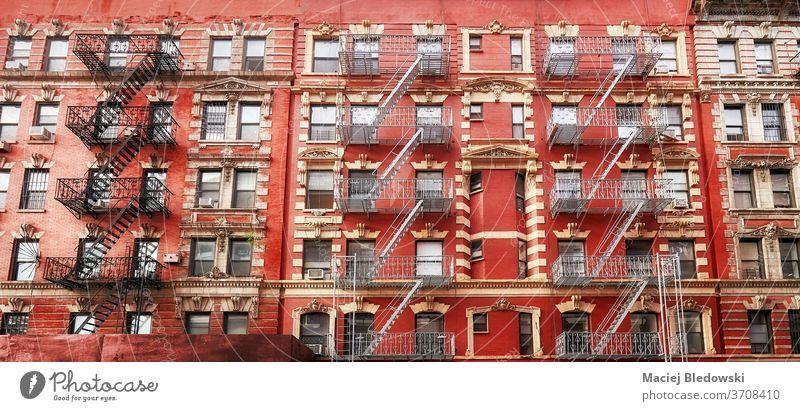 Altes rotes Wohngebäude mit Feuerleitern, New York. Großstadt Gebäude New York State Manhattan Feuertreppe alt Treppe Appartement Haus nyc urban USA Architektur