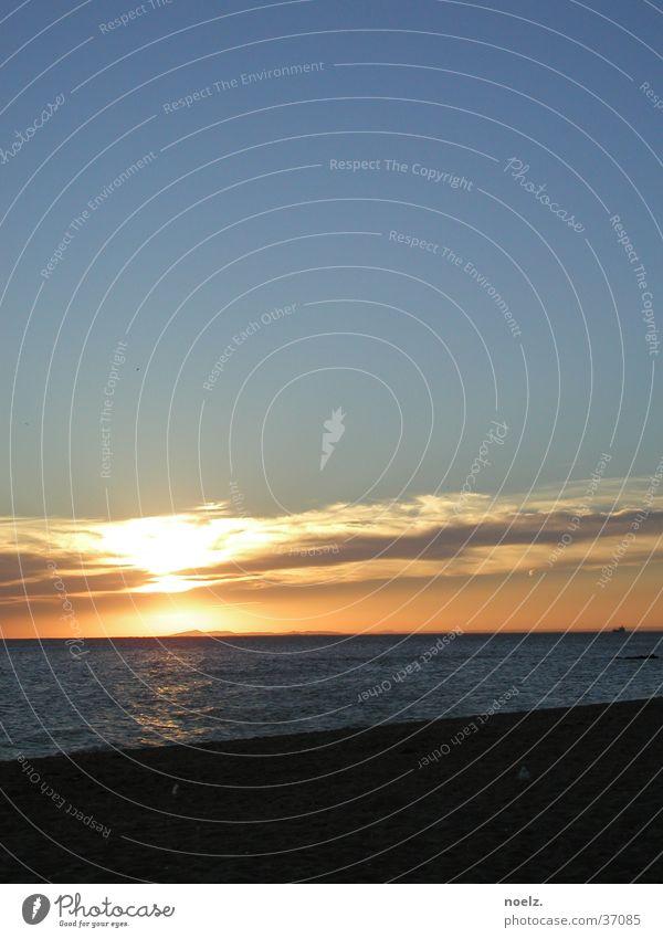 STRAND | SONNENUNTERGANG Wasser Himmel Sonne Meer blau Strand Wolken Sand Wellen Horizont Abenddämmerung
