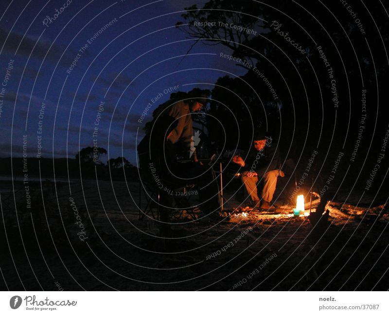 NACHT   STRAND   LAGERFEUER Nacht dunkel Strand Meer Nationalpark Australien Tasmanien brennen 3 Wohnmobil Bucht Feuerstelle Brand Mensch Himmel