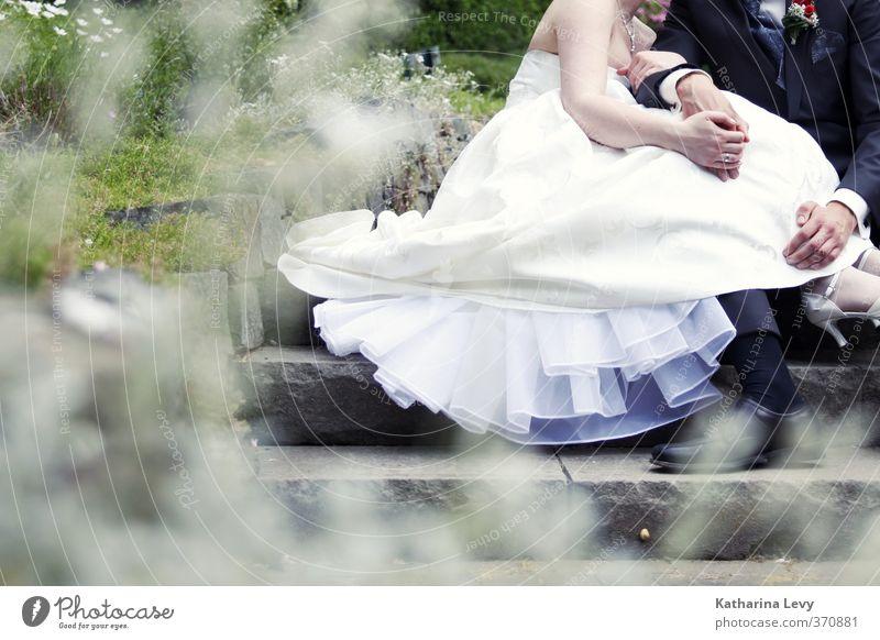 Wedding Mensch Frau Mann Jugendliche grün weiß Erholung Erwachsene Liebe 18-30 Jahre grau Glück Stein Paar träumen Zusammensein