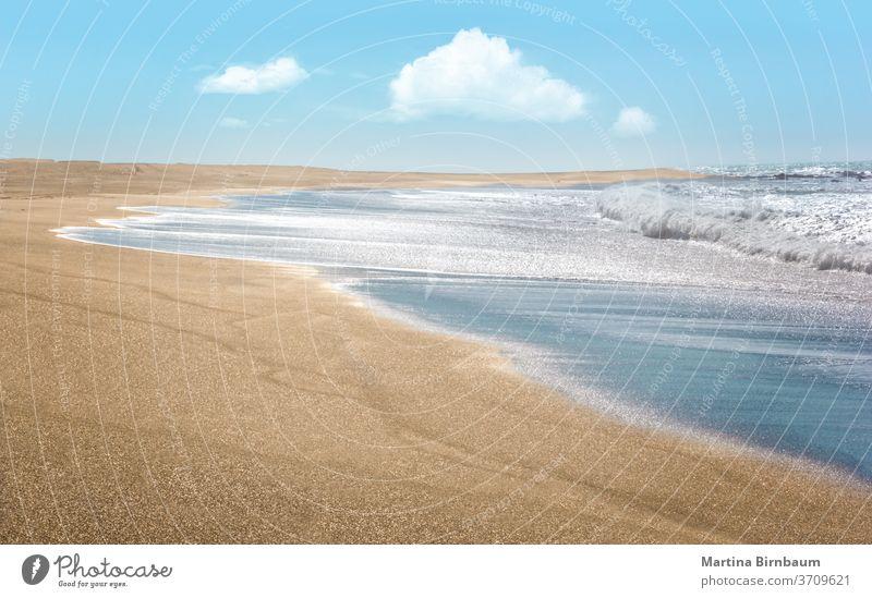 Endloser, menschenleerer goldener Sandstrand am Pazifik, Kalifornien Paradies idyllisch Erholung friedlich Textfreiraum Windstille Freizeit Ruhe Westküste