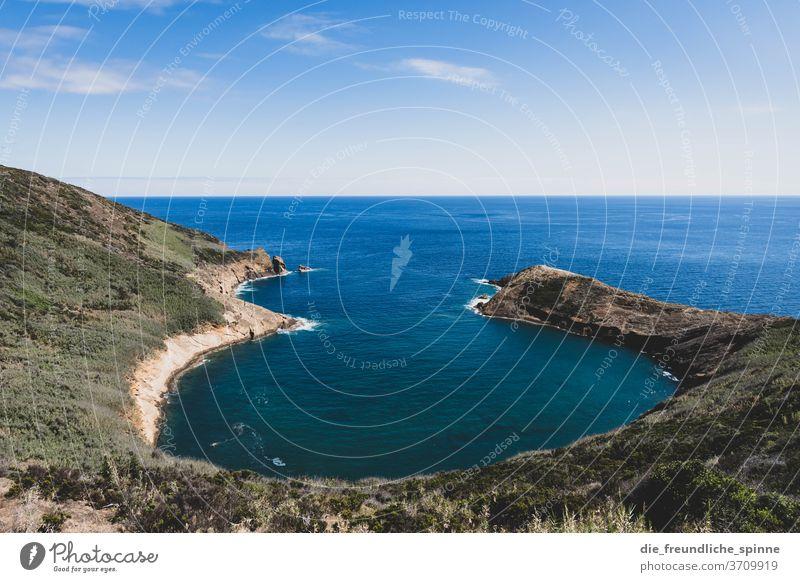 Azorenküste II Küste Meer Atlantik Stein Vulkan grün himmel wolken Menschenleer Himmel Natur Wasser blau Felsen Außenaufnahme Farbfoto Steilküste Wolken