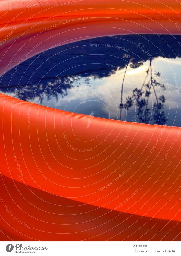 Orange Blue am Pool Planschbecken menschenleer Sommer Wasser blau Schwimmbad Schwimmen & Baden Farbfoto Ferien & Urlaub & Reisen Außenaufnahme Sommerurlaub