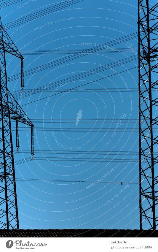 Hochspannung Strommast hochspannungsmast energie stromleitung kabel hochspannungskabel verbindung kraft kraftwerk hamm hamm-üntrop himmel wolkenlos sommer