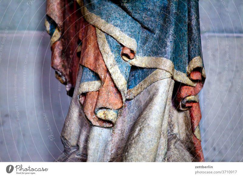 Faltenwurf altstadt antik architektur fachwerk fachwerkhaus geschichte historie mittelalter museal museum nordrhein-westfalen soest straße statue statuette