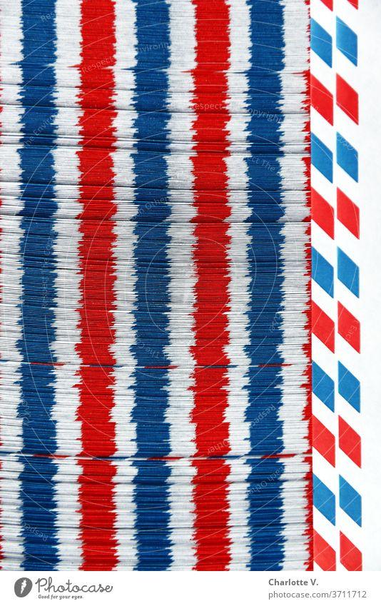 Luftpostumschlagspielerei | Rot-weiß-blaue Längsstreifen Strukturen & Formen Dinge Streifen rot abstrakt Muster Farbfoto Nahaufnahme Design mehrfarbig Linie