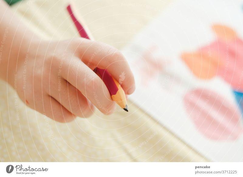 vorfreude | auf den ersten schultag zeichnen schreiben lernen Schule Bleistift Kind Schulkind Hand Kinderhand malen Innenaufnahme Kindererziehung Schreibstift