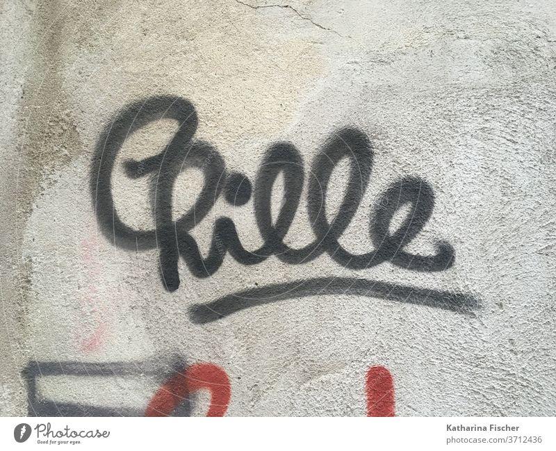 Chille Graffiti Wand Mauer Außenaufnahme Farbfoto Schriftzeichen Menschenleer Tag Fassade Stadt Zeichen rot grün blau run Aufforderung Richtung grau