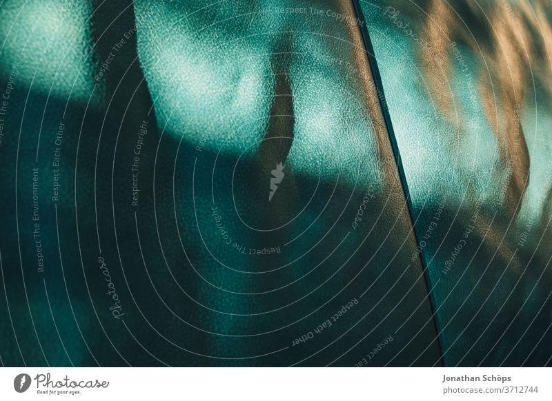 Textur türkises Ledersofa Detail Hintergrundbild Innenaufnahme Licht Muster Nahaufnahme Sofa Sonnenlicht Struktur blau grün mintgrün schatten abstrakt