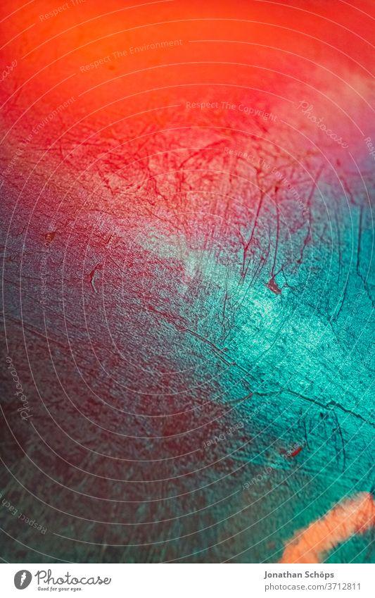 abstraktes Hintergrundbild aus Metall in bunt mit Kratzern und Reflektionen, grunge Detail Innenaufnahme Lightleak Makro Metallisch Muster Nahaufnahme Risse