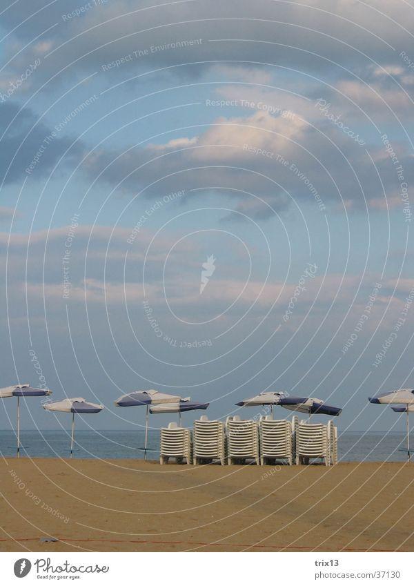 beach Strand Meer Wolken Liegestuhl Sonnenschirm Ferien & Urlaub & Reisen Bulgarien Schwarzes Meer dunkel schlechtes Wetter Himmel