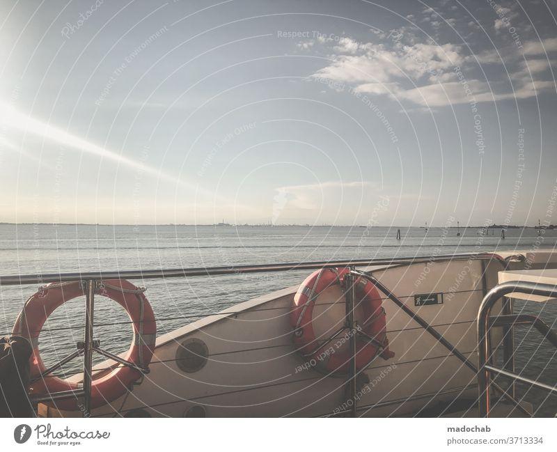 Rettungsring Schiff Boot Hilfe Schifffahrt Wasserfahrzeug Außenaufnahme Bootsfahrt maritim Sicherheit Meer Menschenleer An Bord Fähre Tourismus Passagierschiff