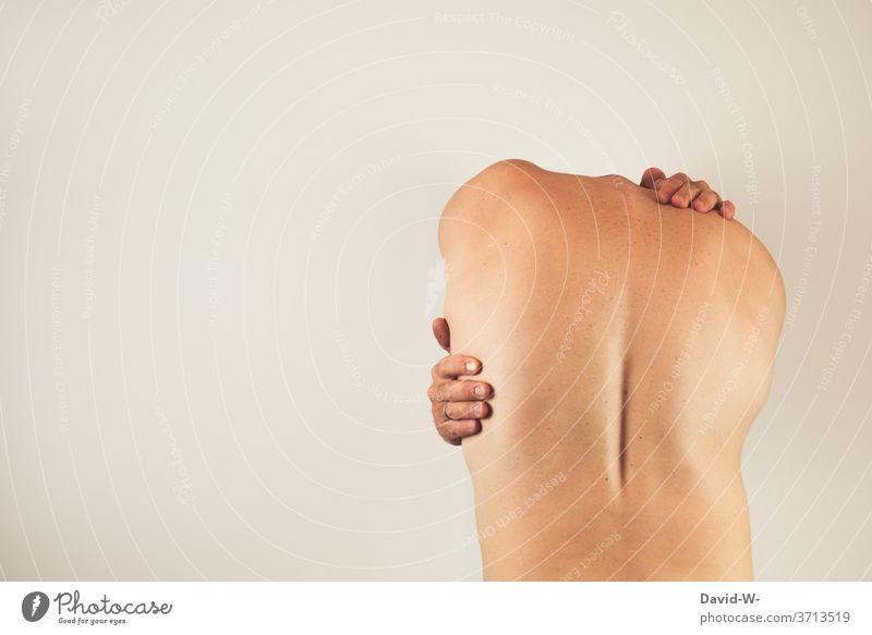 Kopfloser Mann tastet sich ab Körperpflege körperteil Körperspannung Rückenschmerzen Körpersprache In sich gekehrt Schmerzen Mensch Farbfoto Gesundheit