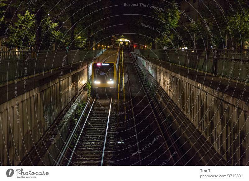 U2 Richtung Ruhleben Berlin Nacht Bahn train night UBahn underground U-Bahn Verkehr Geschwindigkeit Licht Bewegung Beleuchtung railway Stadt Station Bahnhof