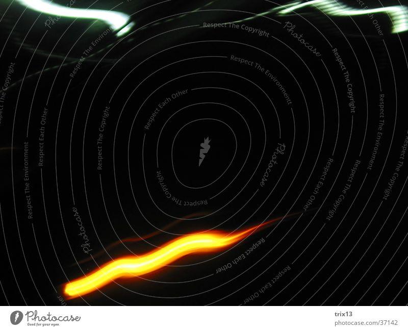lightgames_3 weiß schwarz orange Wellen Brand Streifen Fototechnik