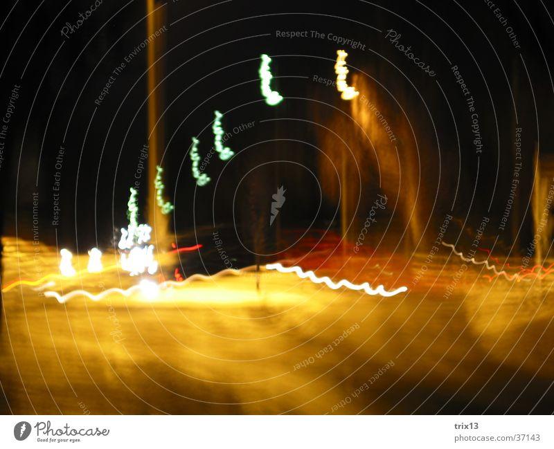 lightgames_2 Licht Verkehr Streifen gelb schwarz Nacht rot Fototechnik Unschärfe PKW orange