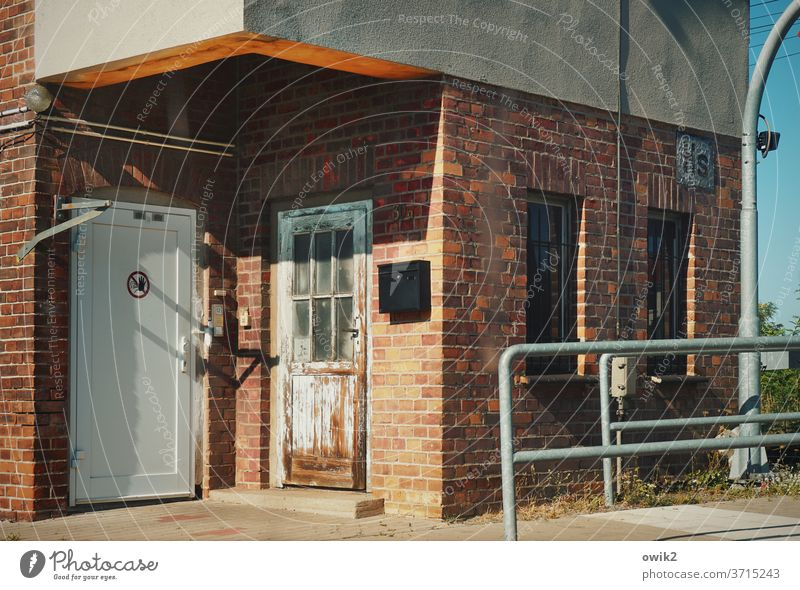 Holzdorf b. Jessen Bahnhof Gebäude Haus Mauer Wand Fenster Personenverkehr Güterverkehr & Logistik Deutschland Arbeit & Erwerbstätigkeit Bahnfahren Bahnübergang