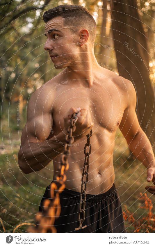 hemdloser muskulöser Mann mit Bauchmuskeln männlich abdominal Gesundheit Hintergrund Training Bodybuilder retuschiert sexy Torso Athlet attraktiv Truhe Bizeps