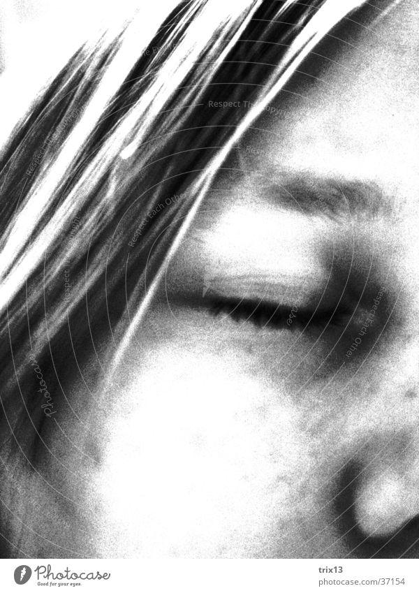 traurig... Frau schwarz weiß Trauer Einsamkeit Denken geschlossen Mensch Traurigkeit Gesicht Auge Haare & Frisuren Nase Detailaufnahme Kopf