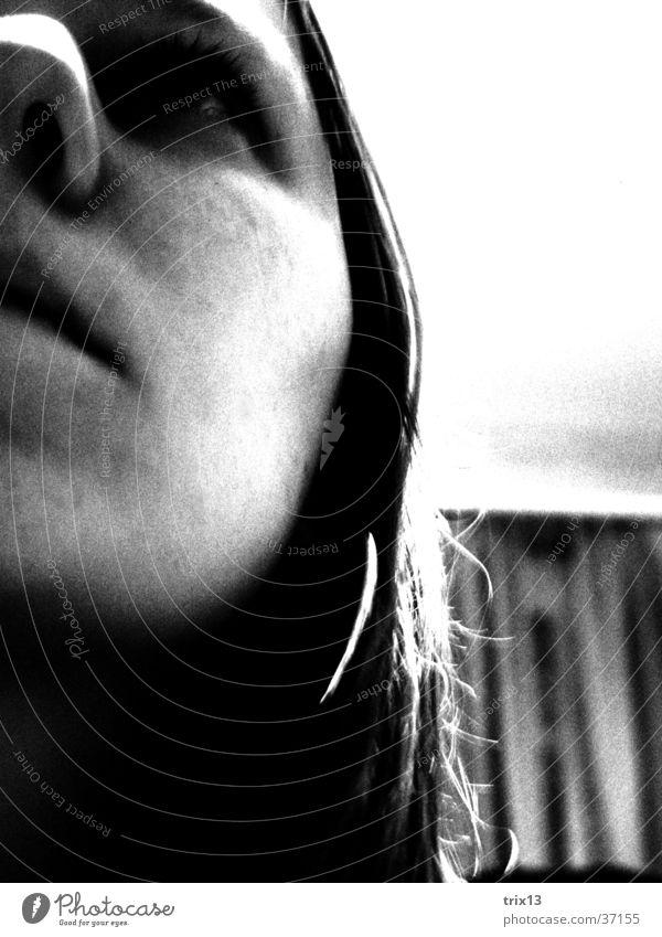 nachdenklich Frau Mensch weiß schwarz Einsamkeit Traurigkeit Denken Angst Trauer